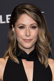 Amanda Crew showed off perfectly styled feathered waves during PaleyFest Los Angeles.