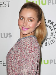 Hayden Panettiere opted for a high, bouncy ponytail to pull back her golden locks.