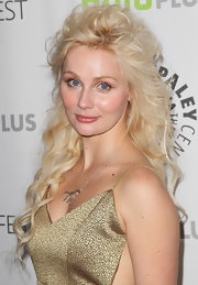 Clare Bowen's pink lips popped against her fair skin tone and platinum locks.