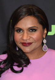 Mindy Kaling matched her outfit with a pair of gemstone drop earrings in two shades of lilac.