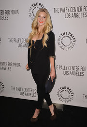 Heather Morris brought her all black look down to earth with brown suede platform pumps.