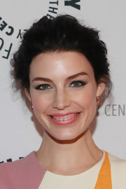 A pastel pink lip color brought out the natural pink in Jessica Pare's cheeks.