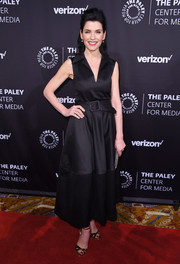 Julianna Margulies paired her stylish dress with gold cross-strap sandals.