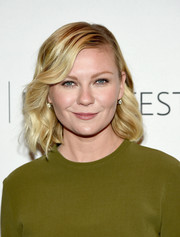 Kirsten Dunst was a cutie at PaleyFest New York 2015 wearing this short wavy cut.