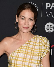 Michelle Monaghan finished off her look with a pair of oversized gold hoops.