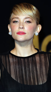 Haley Bennett complemented her updo with a pair of gorgeous pearl studs by Cartier.