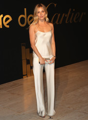 Sienna Miller polished off her monochromatic ensemble with a tube clutch by Tod's.