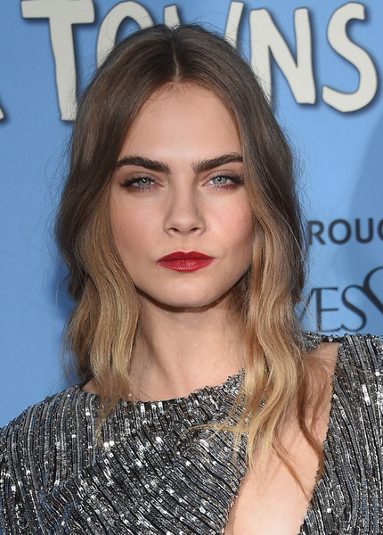Red lips (and a half-closed gaze) added extra allure.
