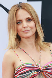 Mena Suvari sported a shoulder-length layered cut at the premiere of 'Book Club.'