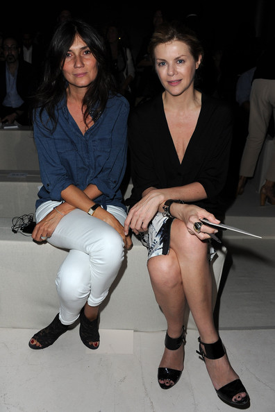 Emmanuelle Alt wore a relaxed-fit button-down shirt as she attended the Alexander McQueen show in Paris.