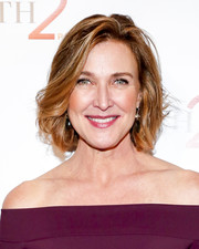 Brenda Strong sported a textured bob at the Illuminations LA 2016 event.