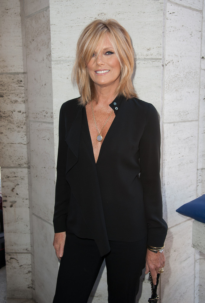 Patti Hansen Tops Looks - StyleBistro