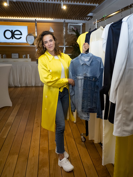 For her footwear, Pauline Ducruet chose a pair of white leather sneakers.