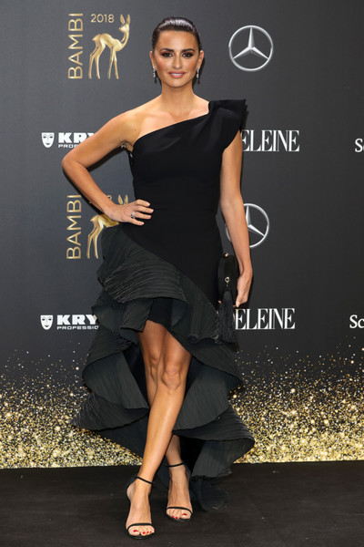 Penelope Cruz Strappy Sandals [dress,clothing,shoulder,fashion model,cocktail dress,little black dress,joint,fashion,footwear,leg,penelope cruz,bambi awards,70th bambi awards,stage theater,berlin,germany,red carpet arrivals]