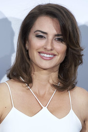Penelope Cruz styled her hair into a flippy lob for the Carpisa photocall.