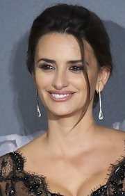 Penelope Cruz attended the premiere of 'Pirates of the Caribbean: On Stranger Tides' wearing a soft sheer pink lipstick.
