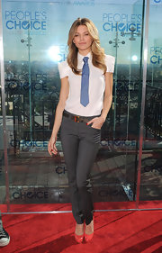 AnnaLynne plays with the menswear trend, accenting her white shirt with blue necktie and coral pumps.