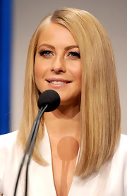 Julianne Hough wore her hair super sleek and pin-straight at the 2012 People's Choice Awards Nominations press conference.