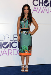 Rachel Bilson looked very trendy in a zipper-front printed crop-top by Milly during the People's Choice Awards nominations press conference.