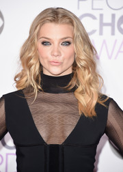 Natalie Dormer sported boho-chic waves (and her signature smirk) while posing on the People's Choice Awards red carpet.