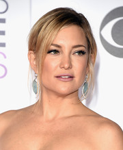 Kate Hudson kept it relaxed with this loose bun at the People's Choice Awards.