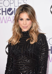 Liz Hernandez styled her hair with soft waves and a teased crown for the People's Choice Awards.
