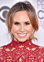 Keltie Knight sported a very loose, center-parted chignon at the People's Choice Awards.