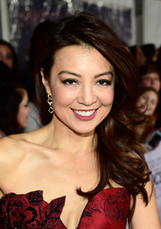 Ming-Na Wen got all glammed up with this bouncy side sweep for the People's Choice Awards.
