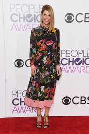 Lori Loughlin brought some springtime charm to the 2017 People's Choice Awards with this colorful floral dress by Gucci.