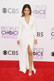 Liz Hernandez looked sharp in a high-slit white wrap gown at the 2017 People's Choice Awards.