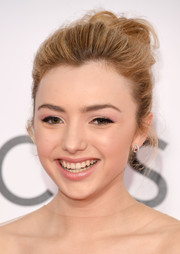 Peyton List looked cute and glam wearing this loose bun at the 2017 People's Choice Awards.
