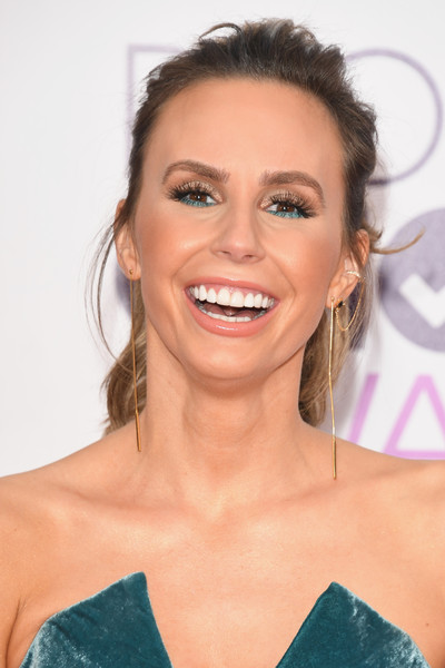 Keltie Knight kept it relaxed with this messy ponytail at the 2017 People's Choice Awards.