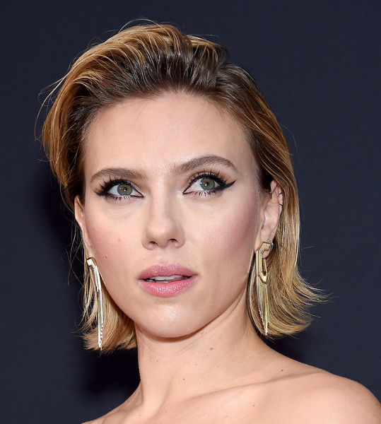 Scarlett Johansson looked punk-chic with her gelled 'do at the 2018 People's Choice Awards.