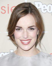 Elizabeth Henstridge looked endearing with her loose ponytail during the Ones to Watch party.