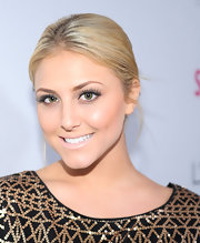 Cassie Scerbo amplified her flawless makeup with defined lashes and a touch of nude lipstick.