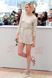Kristen Stewart continued the metallic motif with a pair of silver Giuseppe Zanotti pumps.