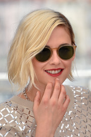 Kristen Stewart attended the Cannes photocall for 'Personal Shopper' wearing a platinum-blonde bob.