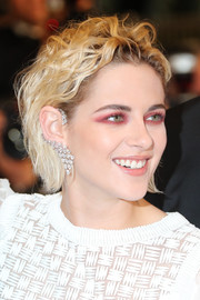 Kristen Stewart amped up the edge factor with a heavy application of pink eyeshadow.