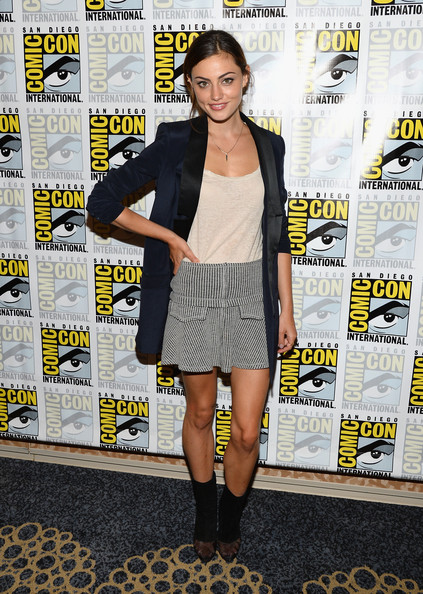 Phoebe Tonkin Clothes