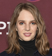 Maya Hawke sported a stylish wavy 'do at the photocall for 'Little Women.'