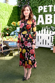 Rose Byrne was all abloom at the photocall for 'Peter Rabbit' in this Dolce & Gabbana midi dress that featured a bold floral print.