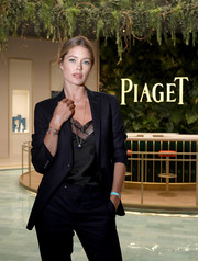 Doutzen Kroes wore a diamond-accented watch in an eye-catching bright blue hue while visiting the Piaget booth at SIHH 2018.