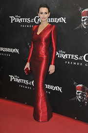 Penelope Cruz was in Germany last night for the Pirates Of The Caribbean: On Stranger Tides premiere circuit. The actress was shining in an iridescent Armani Privé evening gown while carrying a sparkling matching clutch. The crisp design was perfectly paired with a sleek updo.