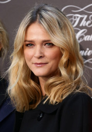 Carmen Kass kept it simple with this shoulder-length wavy 'do during the Pirelli Calendar 50th anniversary press conference.