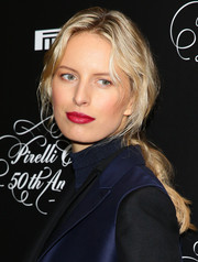 Karolina Kurkova highlighted her kissers with a lovely raspberry lip color.