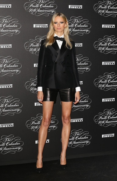More Pics of Karolina Kurkova Long Wavy Cut (1 of 12) - Karolina Kurkova Lookbook - StyleBistro