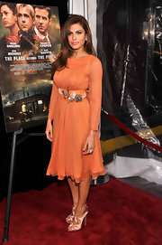 Eva Mendes showed off her gorgeous figure with this belted coral frock.