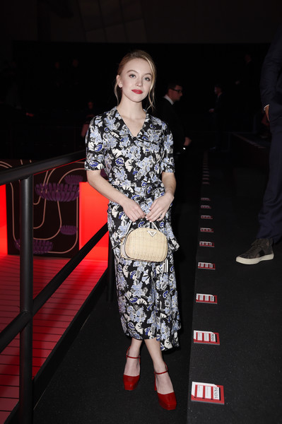Sydney Sweeney finished off her ensemble with a straw purse by Prada.