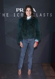 Leandra Medine kept her look laid-back with a pair of blue jeans.
