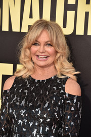 Goldie Hawn stuck to her signature mid-length curls with parted bangs when she attended the premiere of 'Snatched.'